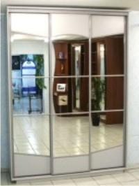 """Шкаф-купе """"RAUM"""" с зеркальными дверями.Полки-2 части, под одежду 1 часть."""